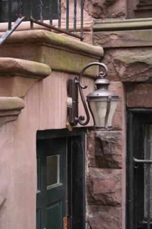 Brownstonelamp